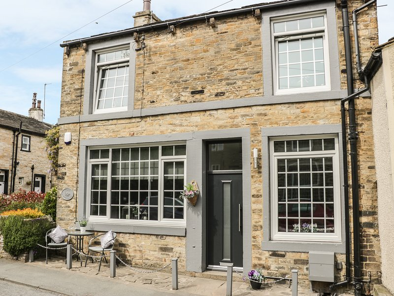 YORK COTTAGE, WIFI, open plan, 65' TV 4K with BT Sports, Ref 969917, holiday rental in Lothersdale