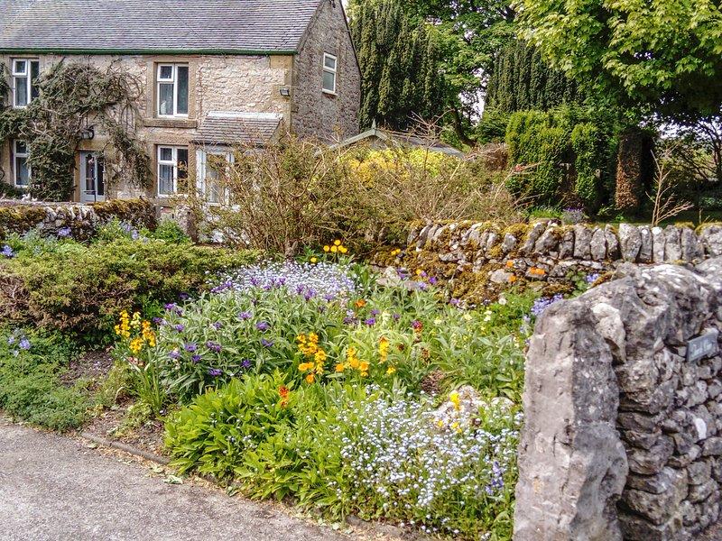 CHURCH VIEW, detached, 2 bedrooms, extensive gardens, in Biggin, Ref 952294, location de vacances à Hartington