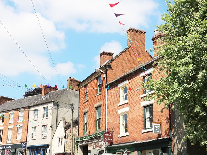 25 ST JOHN'S STREET beautifully decorated, en-suite, woodburning stove, vacation rental in Wirksworth