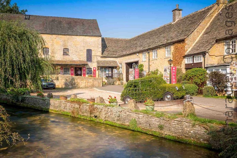 Bourton is the perfect location for a relaxing Cotswolds break