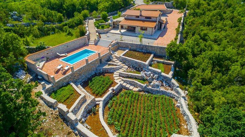 Stone made villa near Makarska VRALEN, location de vacances à Vrgorac
