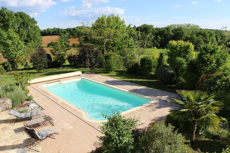 Spacious villa with swimming-pool, vacation rental in Archignac