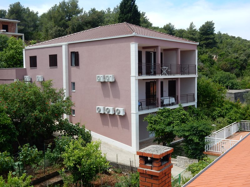 Indira Apartments A2, vacation rental in Loviste