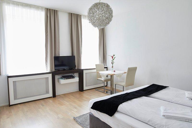 Garden Eden Apartments - Happiness (Top 6), holiday rental in Gerasdorf bei Wien
