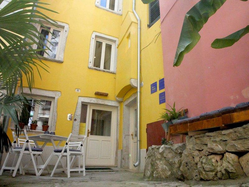 Casa Colloredo de la rue avec cour avant