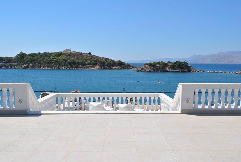 Captain Diamantis Mansion Executive Suite, location de vacances à Vrontados