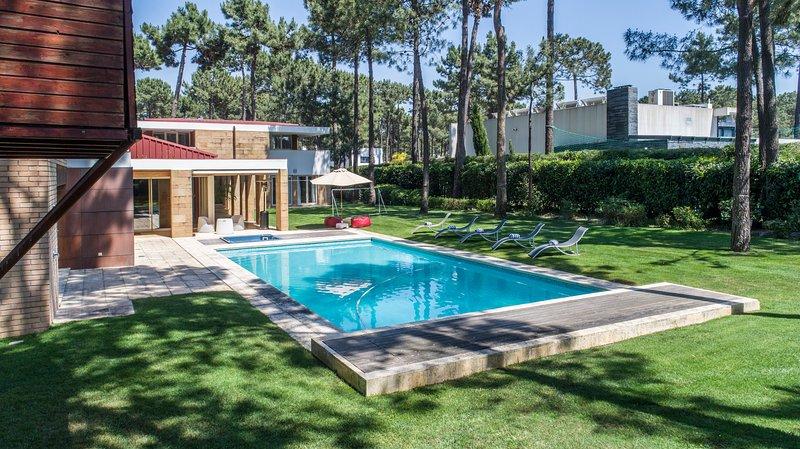 Villa Buganvilia II, holiday rental in Charneca da Caparica