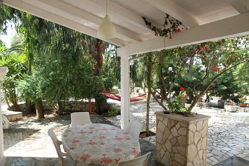 Beautiful apartment with garden, holiday rental in Serranova