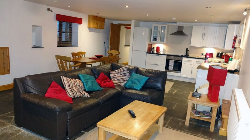 The Rum Store - Cosy Family Hideaway by Penzance Harbour, vacation rental in Longrock