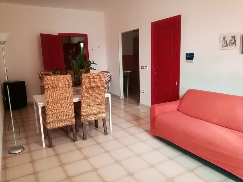 Nice apt with balcony & Wifi, holiday rental in Sortino