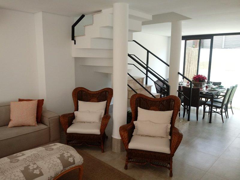 Condominio fechado de alto padrão em Cambury, aluguéis de temporada em Praia Barra do Sahy