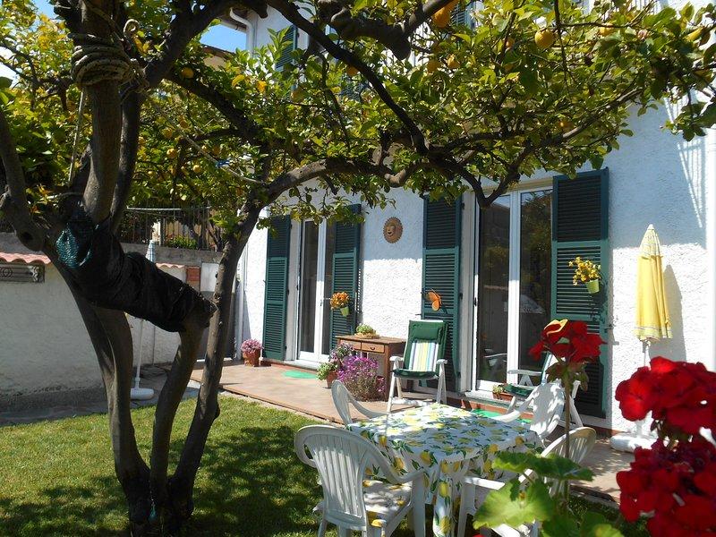 New: Ferienwohnung mit Blick zum Meer, holiday rental in Imperia