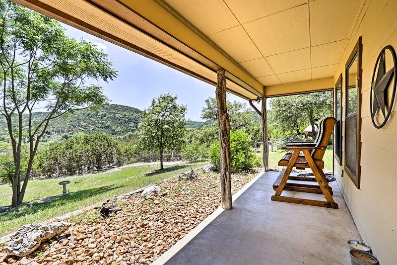 Cozy Medina Cottages w/ Patio & Mountain Views!, holiday rental in Medina