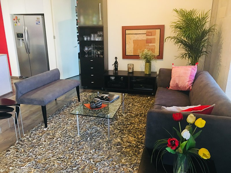 CLOSE TO REFORMA ALL WHAT YOU NEED WALKINGDISTANCE, vacation rental in Mexico City