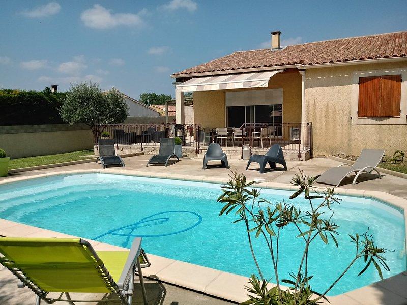 Amazing villa with swimming-pool, vacation rental in Aramon