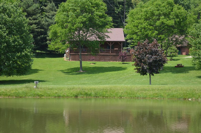 Babble Brook Lodge and Pond, holiday rental in Mount Vernon