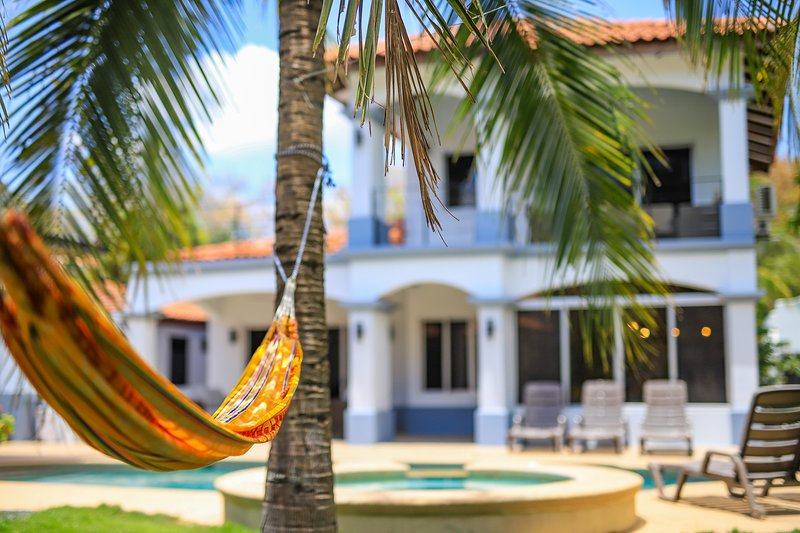Casa Tres Cocos... Elegant Beachfront House!, holiday rental in Playa Grande