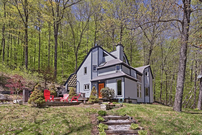 Nestled in the forests of Grafton, this cottage is a secluded retreat.