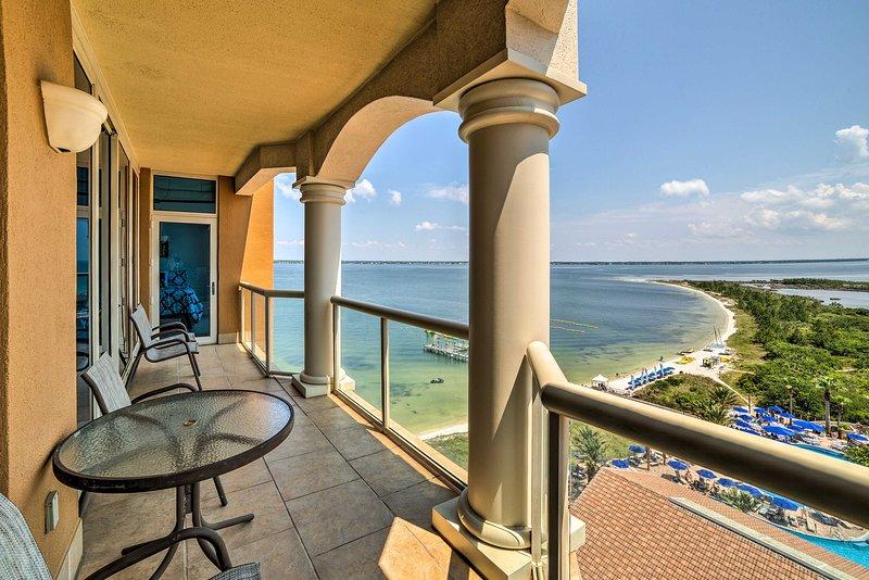 Pensacola Beach Resort lebt erwartet in dieser eleganten Ferienmieteigentumswohnung!