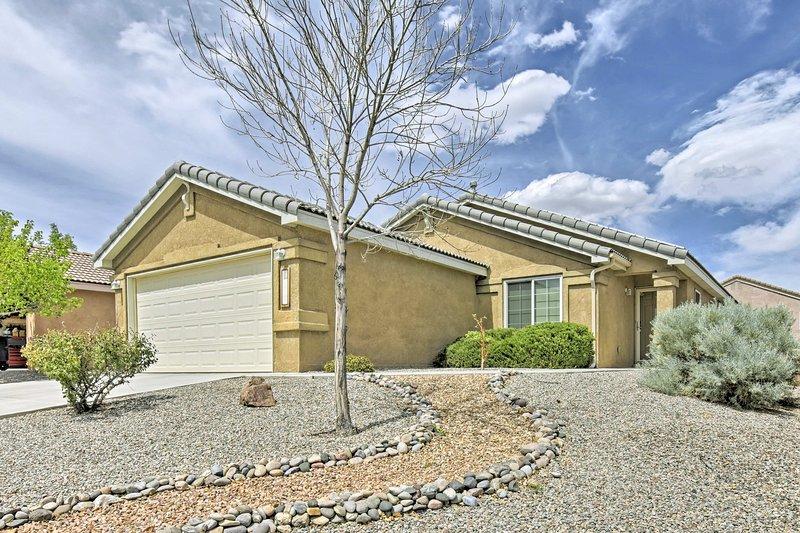Descansar en este 3 dormitorios, 3 baño casa de vacaciones en Albuquerque.