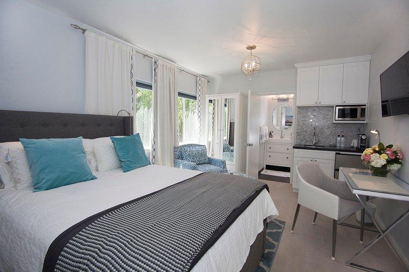 Beautiful renovated studio close to ocean!, vacation rental in Santa Monica