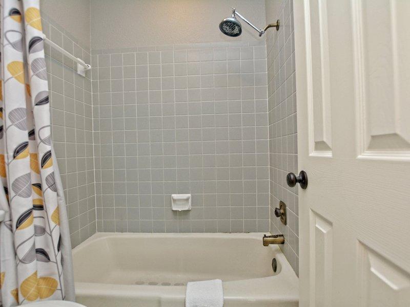 Camp Warnecke - C206-Salle de bains pour invités