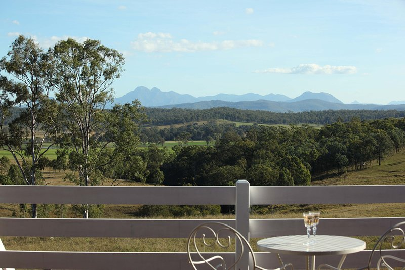 Farringdon Homestead - BEDROOM 1 -  Fully Catered B and B in the Scenic Rim., casa vacanza a Scenic Rim