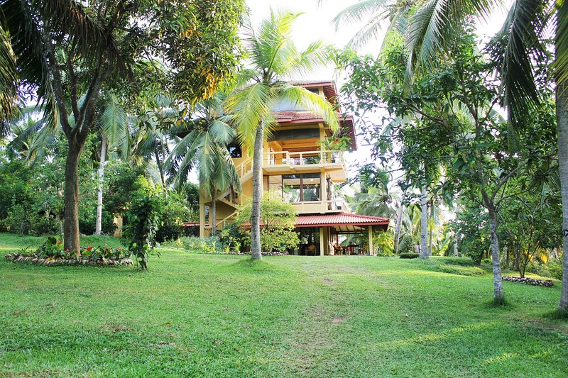 Peacock Point - 2 AC bedroom House on a 12 acre working plantation -, holiday rental in Ahangama