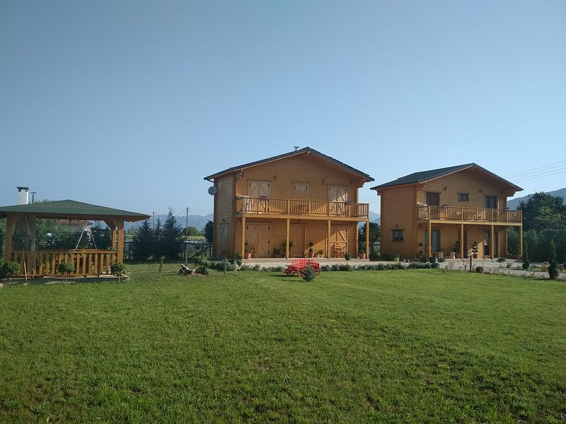KASTOR CHALETS, holiday rental in Kastoria Region