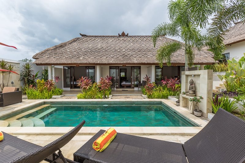 4 Bedroom Villa Leelavadee, Bali, vacation rental in Nusa Dua Peninsula