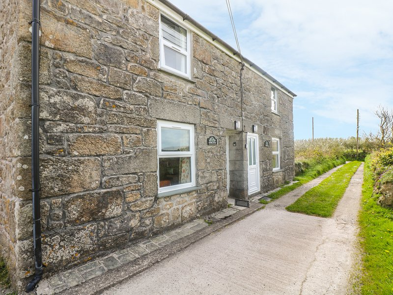 ROSEWELL COTTAGE, character features, great location,  peaceful cottage near St, holiday rental in Nancledra