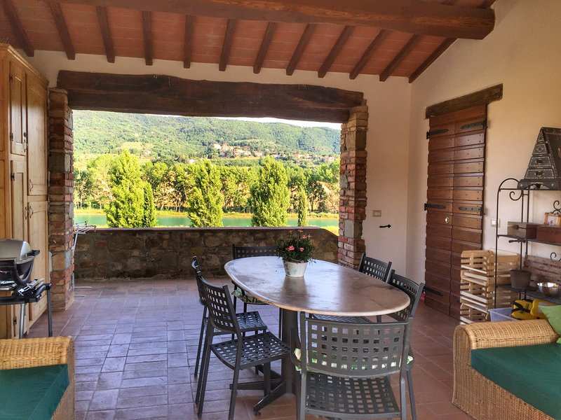 Sassicaia the wine lover home - a Fontanaro Property, holiday rental in Paciano