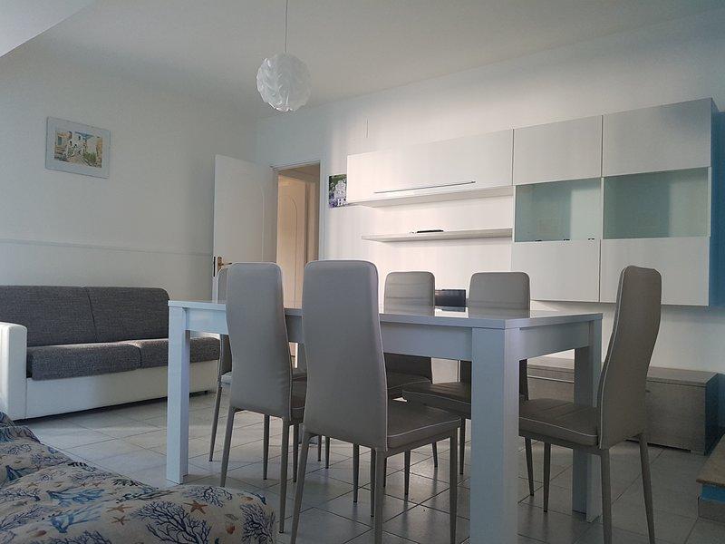Grazioso e nuovissimo appartamento con il mare in casa, holiday rental in Patti
