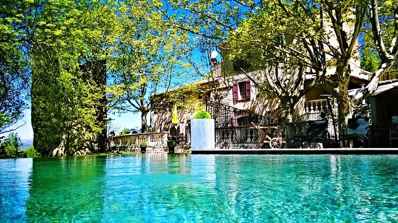 Le Mas des 5 Fontaines, Piscine et Spa, Chambres d'Hôtes, Grand Gite, Mariages, holiday rental in Clamensane
