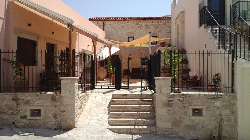 Mikon House, Sivas, Crete., Ferienwohnung in Mires