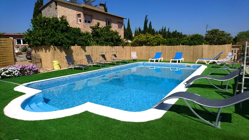 Amazing villa with swimming-pool, aluguéis de temporada em Vilaplana
