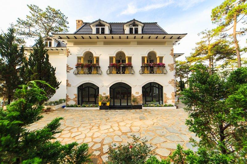Joy Villa - A Quintessential Holiday Home, alquiler de vacaciones en Lam Dong Province