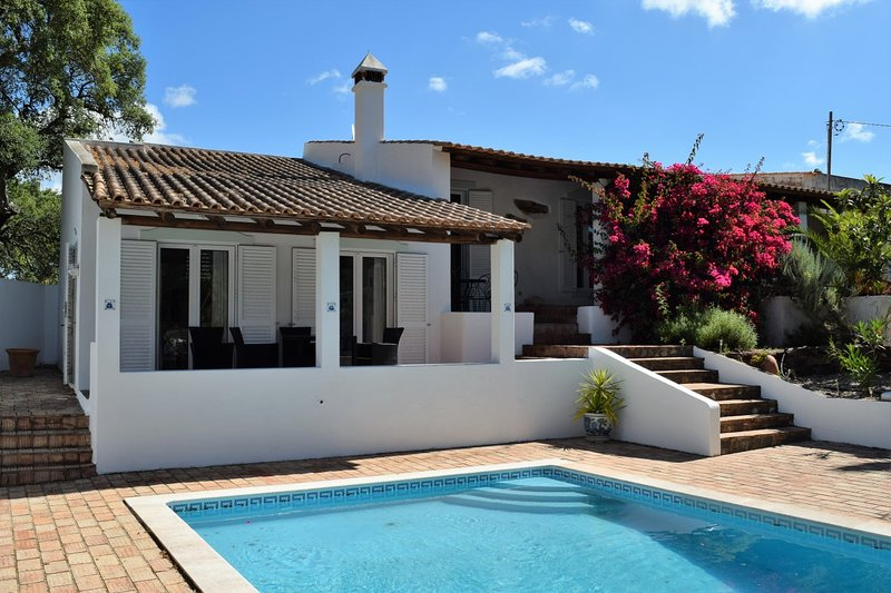 Amazing villa with swimming-pool, holiday rental in Penina