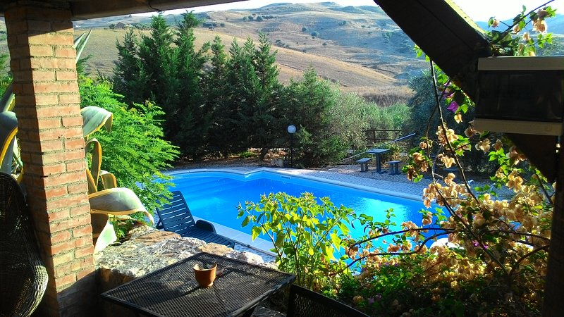 Countryhouse swimming pool, holiday rental in Adrano