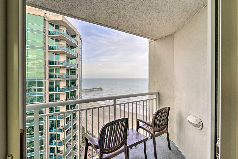 This 2-bedroom, 2-bath vacation rental condo is ideal for groups of 6 travelers