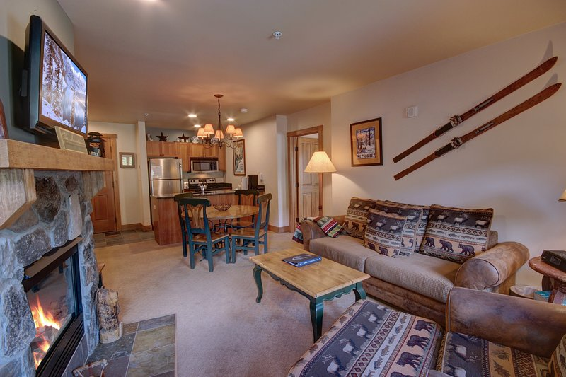 Stylish Red Hawk Lodge condo!