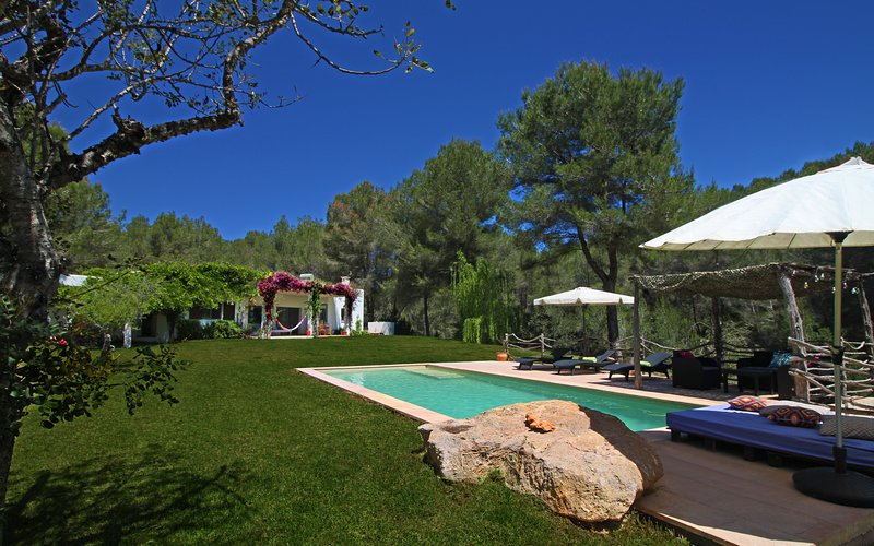Can Llum - Secluded villa in the heart of island completely surrounded by nature, location de vacances à Port de Sant Miguel