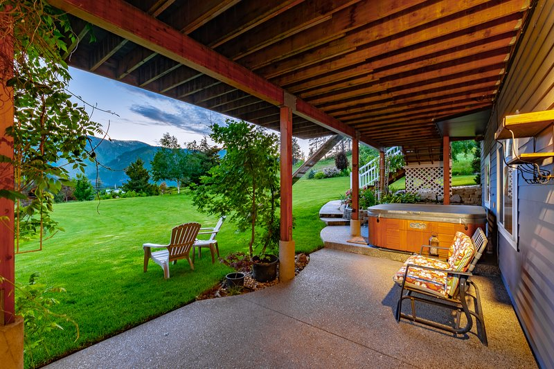 Sparkling Clean Private - Garmisch View - 1 Bedroom 1 Bath With Hot Tub, vacation rental in Leavenworth