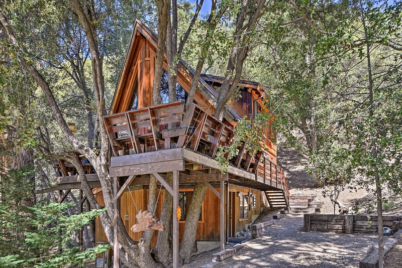 Updated 'Tree House' Pine Mtn Club Cabin by Trails, vacation rental in Frazier Park