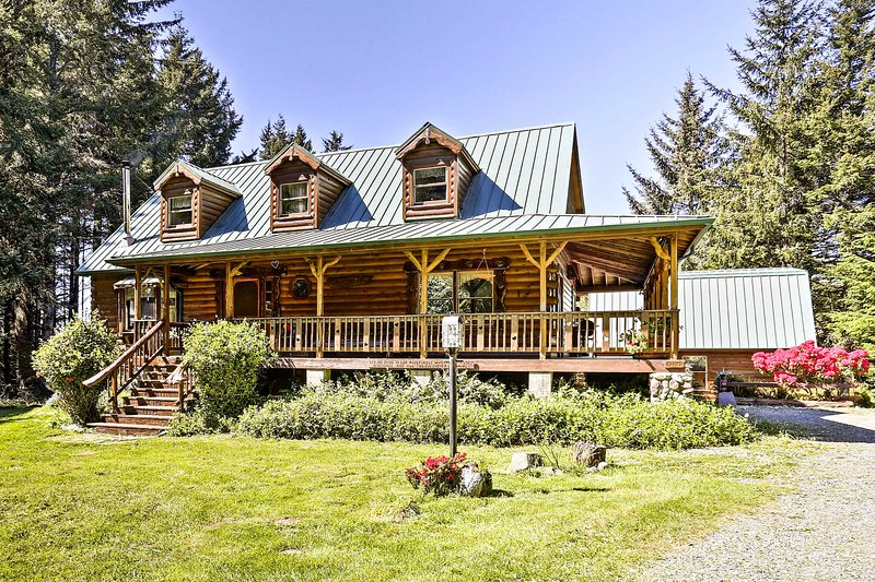 Brookings House on 3 Acres, Half Mile to Coast!, vacation rental in Brookings