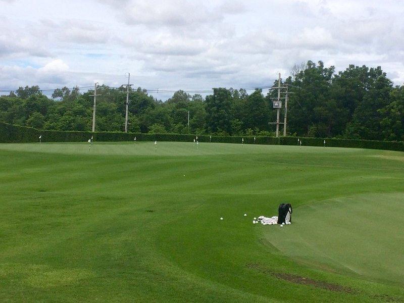 Range putting green
