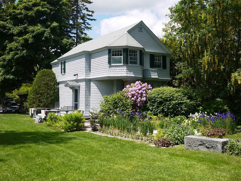 Briar Lodge - Elegant History on the Bay, holiday rental in Mount Desert Island