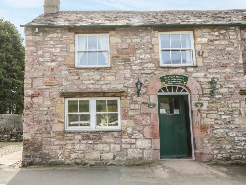 STABLE COTTAGE, spacious, private patio, peaceful location, in Pooley Bridge, holiday rental in Askham