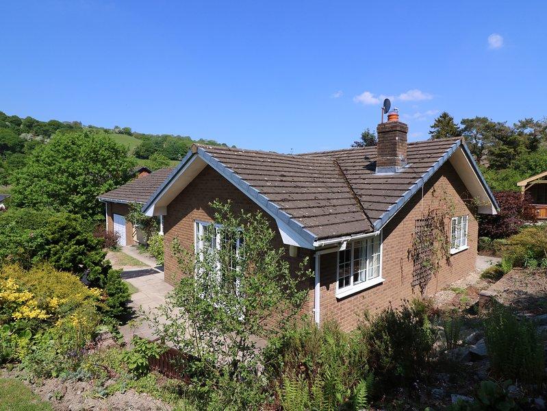 PEN Y MAES, stunning garden, hot tub, countryside., location de vacances à Gwenddwr