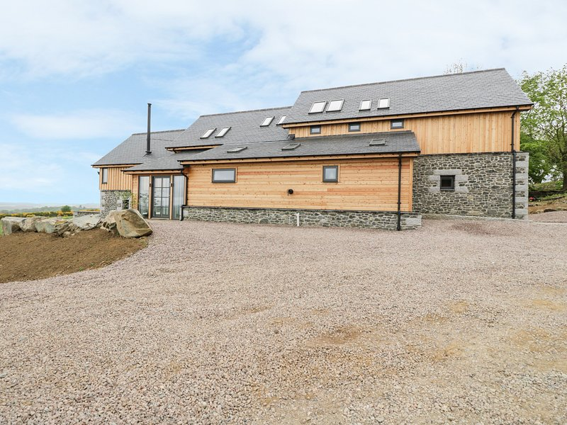 KNOWEHEAD BOTHY, luxury cottage, views of Bennachie hills, WiFi, Ref 980561, location de vacances à Oldmeldrum